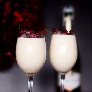 Mus szampański – przepis na imprezowy deser