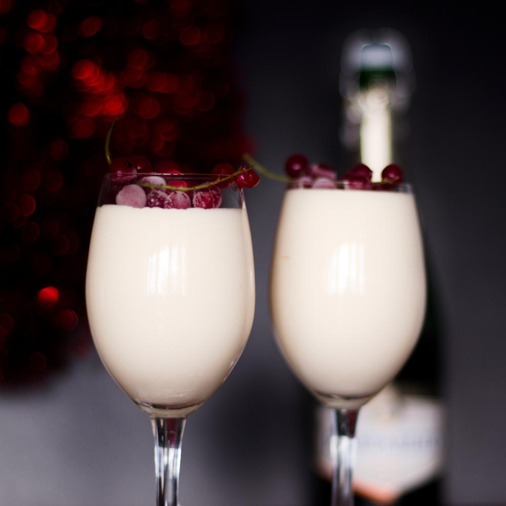 You are currently viewing Mus szampański – przepis na imprezowy deser