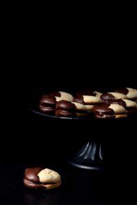 Ciasteczka biszkoptowe w polewie czekoladowej