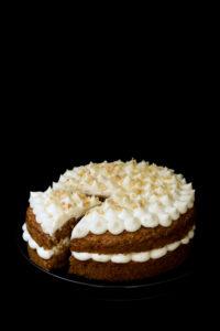 Tort marchewkowy z kremem śmietankowym Milky Way