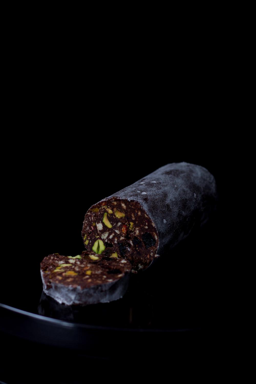 Czekoladowe salami z suszonymi owocami i pistacjami