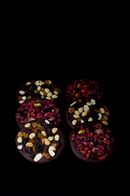 krazki czekoladowe z owocami suszonymi i orzechami diy