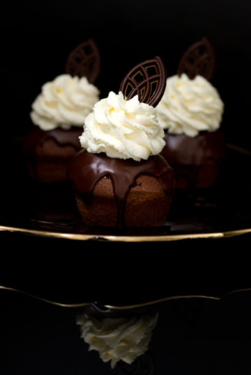 czekoladowe babeczki z bita smietana receptura